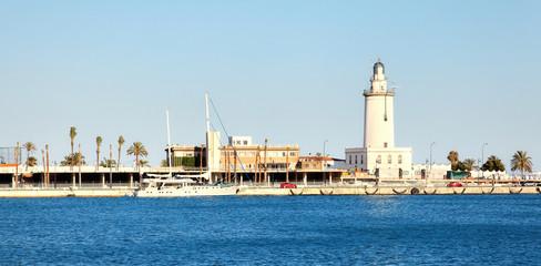 Hafen von Malaga mit Leuchtturm, Spanien