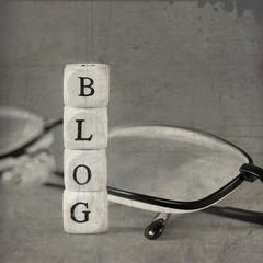 Schriftzug Blog und Brille