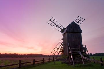 Windmühle im Abendlicht auf Öland, Schweden