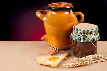 Tarro de miel y mermelada