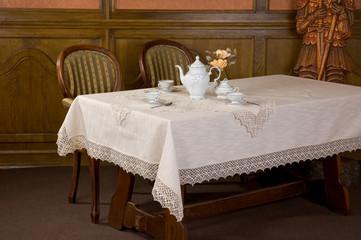 Obraz Pięknie nakryty stół w restauracji - fototapety do salonu