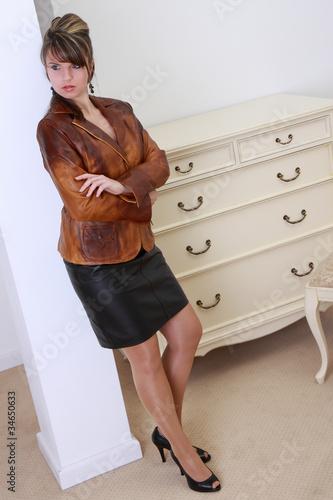 fashion shooting im lederoutfit lederjacke lederrock stockfotos und lizenzfreie bilder auf. Black Bedroom Furniture Sets. Home Design Ideas