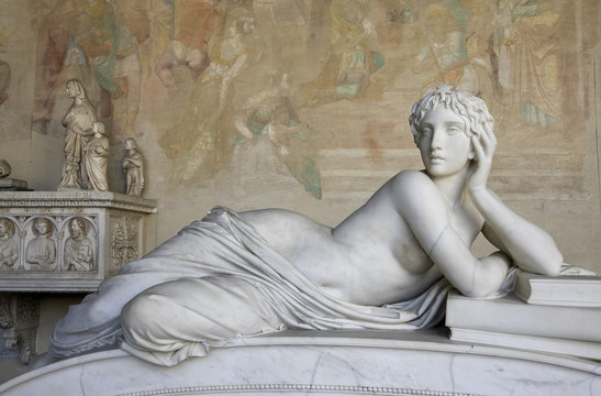 Sculpture of a beautiful woman in Pisa