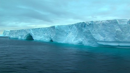 Fototapete - tabular ice shelf in antarctica