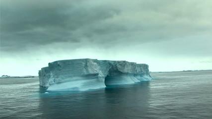 Fototapete - tabular iceberg in antarctica