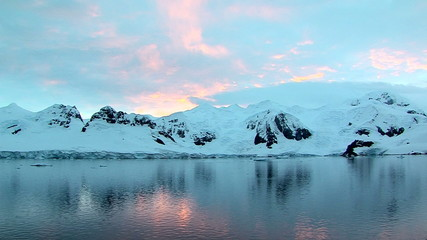 Wall Mural - view of the antarctic peninsula in early morning light