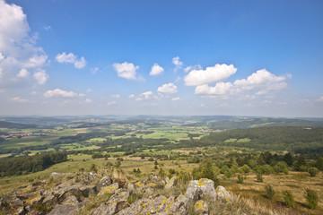 Landschaft Mittelgebirge mit ausblick auf die Rhön Perspektive