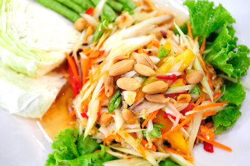 Spicy Papaya Salad Thai Style