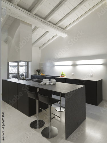 Moderna cucina in mansarda immagini e fotografie royalty for Cucina moderna abbonamento