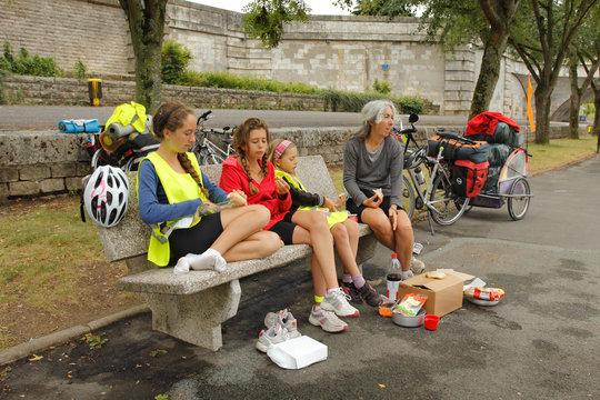 Pique-nique en vélo au bord de Loire