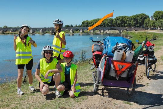 Randonnée famille en vélo