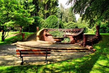 Der Cordesbrunnen mit Parkbank HDR