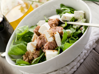 mixed salad with fresh spinach tuna and feta cheese
