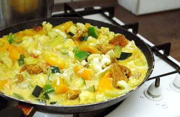Chicken and vegetables on a frying pan