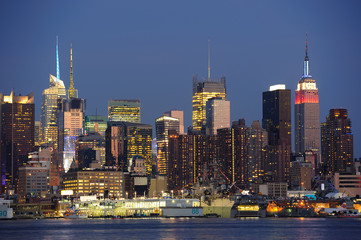 Fototapete - New York City Manhattan midtown skyline at dusk