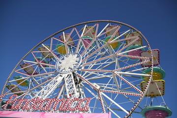 Wall Murals Amusement Park ruota panoramica : giostra di un luna park