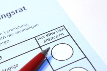 Stimmzettel mit Kugelschreiber