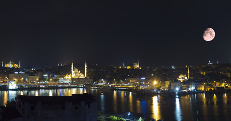 Zelfklevend Fotobehang Volle maan Istanbul Turkey,Panoramic View