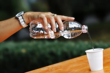 Versare Acqua Add water