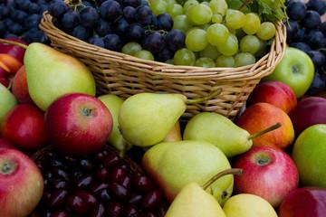 Spoed Fotobehang Voorgerecht Handful of fresh fruit