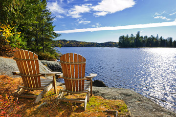 Photo sur Plexiglas Lac / Etang Adirondack chairs at lake shore