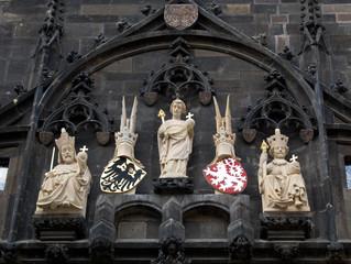 Estatuas blancas