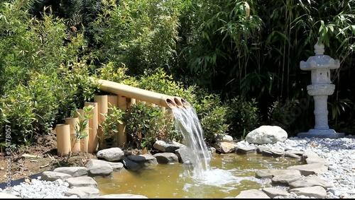 Source en bambous et bassin aquatique zen clip vid o for Jardin zen acheter