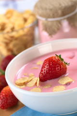 Strawberry yogurt with fresh strawberry and corn flakes