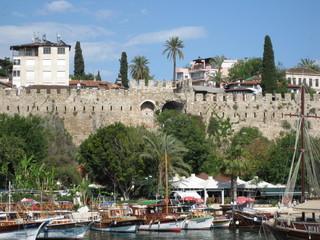 Древняя Анталия, Римские стены