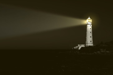 Fotobehang Vuurtoren lighthouse at night: beam of light over sea