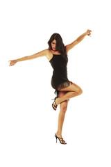 Mujer española bailando flamenco en fondo aislado