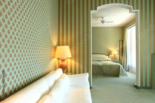 Hotel Di Lusso Interni : Inciti l interno dell albergo di lusso nell illuminazione di notte