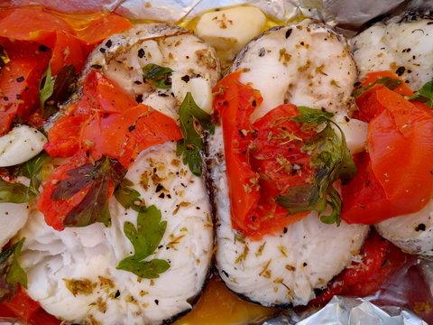 Poisson au four et tomates