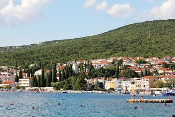 Zypressen in Selce (Kroatien)