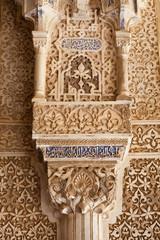 Wall Mural - Alhambra de Granada. Moorish decoration in an arch