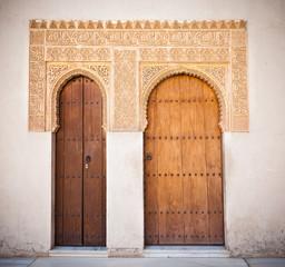 Wall Mural - Alhambra de Granada. Moorish doors in the Court of the Mirtles
