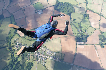 Photo sur Aluminium Aerien Skydiver in freefall high up in the air