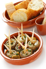 champinones al ajillo , garlic mushrooms , spanish tapas dish