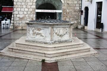 Alter Stadtbrunnen der Stadt Krk