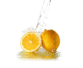 Photo sur Aluminium Eclaboussures d eau Water splash on lemon