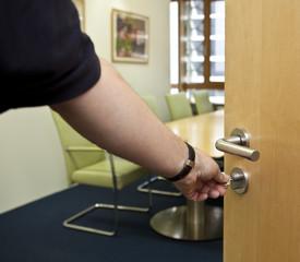 Bürotür aufschliessen öffnen