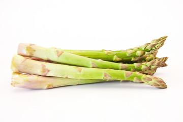espárragos aislados en fondo blanco, fibra vegetal