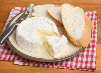 Camembert Cheese with Bread