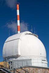 Observatorium auf einem Berggipfel in Bayern