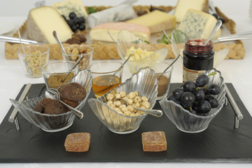 Buffet de fromages et accompagnements