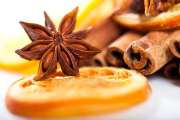 Sternanis, Orange und Zimt
