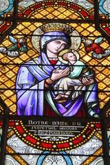 Photo sur Plexiglas Vitrail Chartres - Eglise Saint Pierre