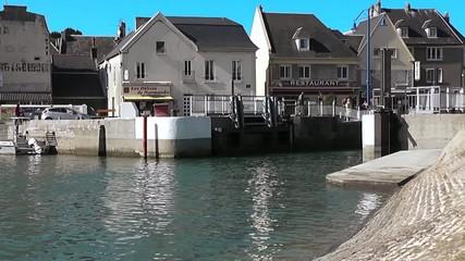 Wall Mural - Port-En-Bessin-Huppain - L'entrée du port