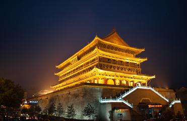Photo sur Plexiglas Xian Illuminated tower, China