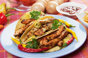 Grilled chicken in taco shells